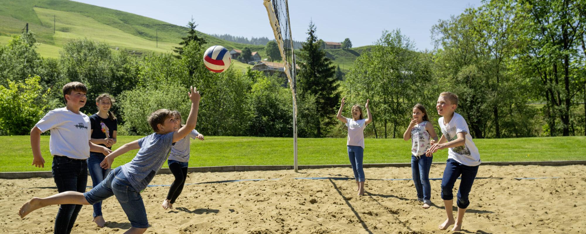 Ferienhaus_Unterkunft_Mitel_Saentis_Freizeit_Volleyball_2