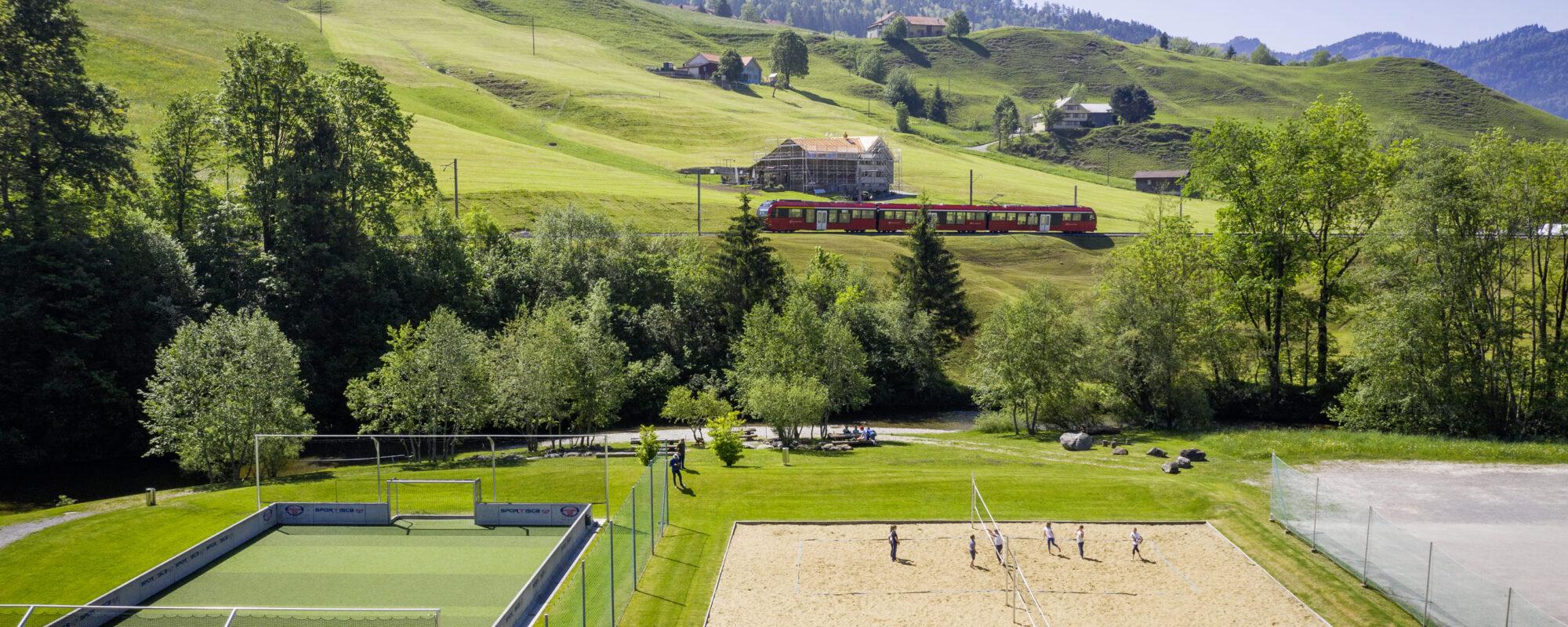Ferienhaus_Unterkunft_Mitel_Saentis_Fussballfeld_Volleyballfeld
